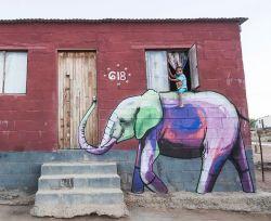 Sebuah Desa di Afrika Selatan Ini Disulap Jadi Lebih Indah dengan Mural-Mural Bergambar Gajah