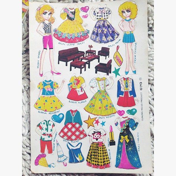 Baju-bajuan Nah, buat anak gadis yang nggak punya mainan Barbie, mainan baju-bajuan ini penggantinya Pulsker. Rasanya seneng banget bisa mainan karakter cantik yang bisa ganti baju kapan aja. Kalau dihitung, sehari bisa ganti baju 10 kali mungkin. Masih punya nggak dirumah Pulsker?