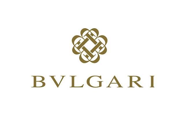 Bvlgari Udah tahu kan kalau brand satu ini terkenal dengan parfumnya yang wangi banget. Tulisan dengan huruf v dalam tulisan Bvlgari kadang bikin kita kesulitan untuk membacanya. Padahal gampang banget lho membaca brand Italia ini yaitu /bu(e)l gari/.