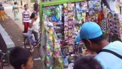 Generasi 90an, Kalian Pasti Tahu Jika 7 Benda Ini Dijual Pedagang Mainan Depan Sekolah