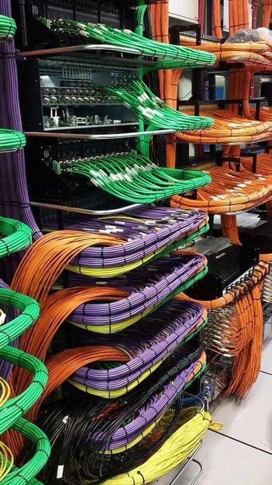 Ini pasti susunan kabel paling rapi yang pernah kamu lihat Pulsker.