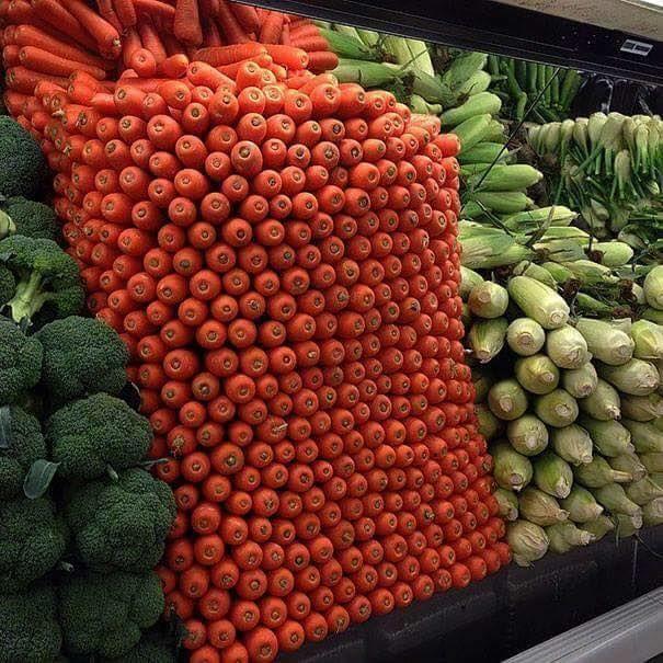 Ternyata nggak cuma kabel aja yang bisa disusun rapi Pulsker, buah wortel di supermarket ini juga disusun dengan sangat rapi.