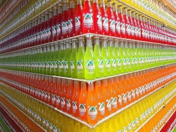 Botol ini juga disusun berdasarkan rasa dan variannya. Jadi nggak tega deh mau ngambil, takut merusak tatanannya.
