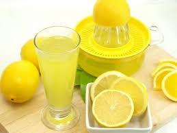 Jus Lemon Bukan hanya segar untuk diminum, jus lemon ternyata juga bisa membuat kulit ketiak kita menjadi cerah Pulsker. Caranya, sebelum mandi kamu bisa mengoleskan jus lemon pada permukaan ketiak. Tapi, jangan lupa untuk menambahkan pelembab ya agar ketiakmu tidak iritasi. Lemon ternyata mempunyai khasiat bisa memutihkan ketiak. Istimewanya lagi, bau badan juga akan hilang sehingga jus lemon bisa menjadi deodoran alami. Dengan perawatan yang rutin, bulu ketiakmu juga akan berkurang.