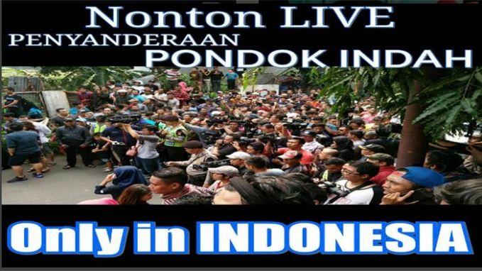 Cuma di Indonesia kamu akan melihat penyanderaan secara live, tragedi pemboman secara live dan masih banyak lagi. Orang Indonesia emang top banget lah!