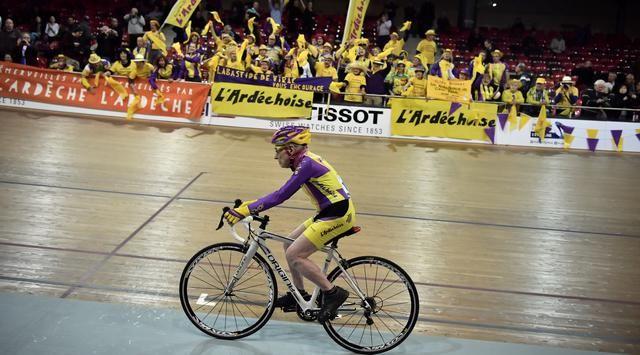 Robert Marchand kakek asal prancis yang mampu menempuh jarak 22.547 km dalam waktu sejam dengan usianya yang tidak muda lagi 105 tahun.