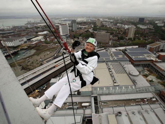 Doris Long seorang climber tertua yang usianya 101 tahun.