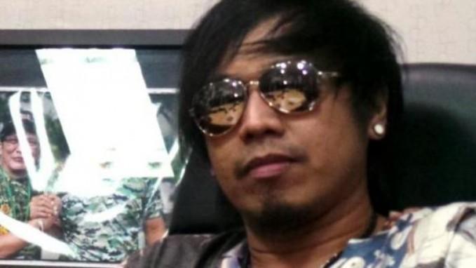 Ian Kasela Selanjutnya ada Ian Kasela yang juga vokalis band Radja. Saat mendengar nama aslinya pasti kamu kaegt banget Pulsker, soalnya beda banget sama nama panggungnya. Nama lengkap pria asal Kalimantan ini adalah Samijan. Iannya dari mana ya?