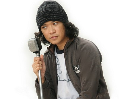Noe Letto Masih ingat dengan grup band Letto? Vokalis yang memiliki suara lembut uang juga Anak dari budayawan M.H Ainun Najib ini memiliki nama asli Sabrang Mowo Damar Panuluh. Seperti ada sentuhan jawa ya namanya Pulsker?