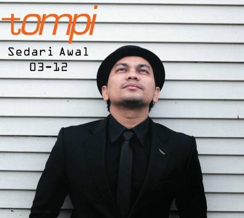 Tompi Penyanyi Jazz yang juga seorang dokter bedah ini memilih Tompi sebagai nama panggungnya. Nama asli dari pria ini adalah Teuku Adifitria. Baru tahu kan kalau Tompi berasal dari Aceh?