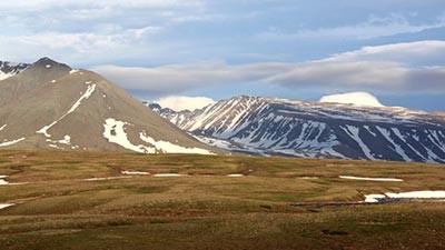 Dyatlov Pass, Siberia Bukan hanya difilm horor saja seseorang bisa menghilang tanpa bekas secara misterius. Nyatanya ada tempat di dunia yang menyimpan cerita tersebut Tempat misterius tersebut berlokasi di siberia, bernama Dyatlov Pass. Pada tahun 1959, sebuah kejadian misterius terjadi di Dyatlov Pass. Sepuluh peseluncur es sedang mengadakan kemping di Gunung Ural, Rusia. Sembilan diantaranya tidak pernah kembali hingga saat ini sehingga hanya menyisakan 1 peseluncur saja. Tidak ada yang tahu kemana 9 peseluncur tersebut menghilang dan apa yang terjadi pada mereka hingga saat ini.