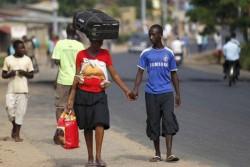 Saat Wanita Rela Melakukan Pekerjaan Berat Demi Pasangannya (10 foto)
