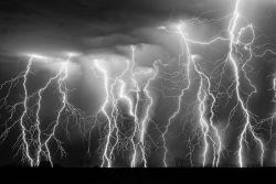 Foto-Foto Kilatan Petir di Langit Amerika yang Tertangkap Kamera Seorang Pemburu Badai, Ngeri Lihatnya !!