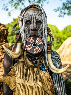 8 Foto Sisi Lain Kehidupan Wanita di Suku-Suku Tradisional Ethiopia