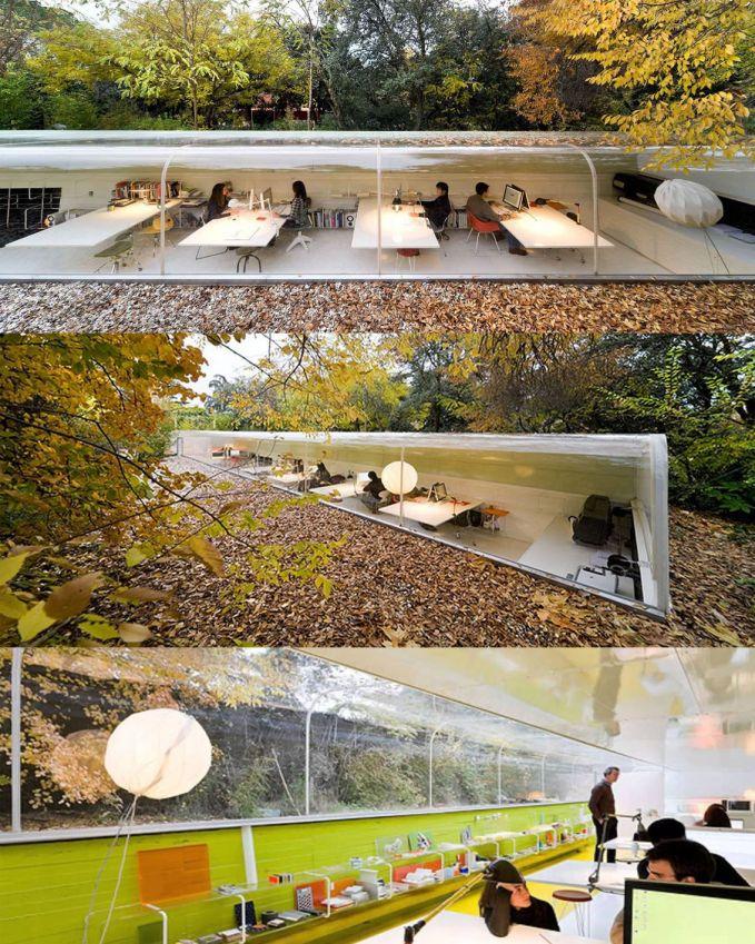 Selgas Cano, Spanyol. Kantor yang bernuansa alam, kerja sambil disuguhkan dengan pemandangan alamnya.