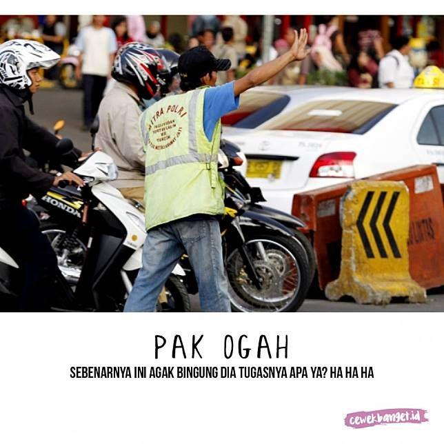 Pak ogah Ada yang tahu nggak kenapa namanya Pak Ogah? Mereka biasanya ada di jalan putar balik untuk membatu orang-orang yang ingin putar arah. Komisinya ya dari mereka yang lewat Pulsker.