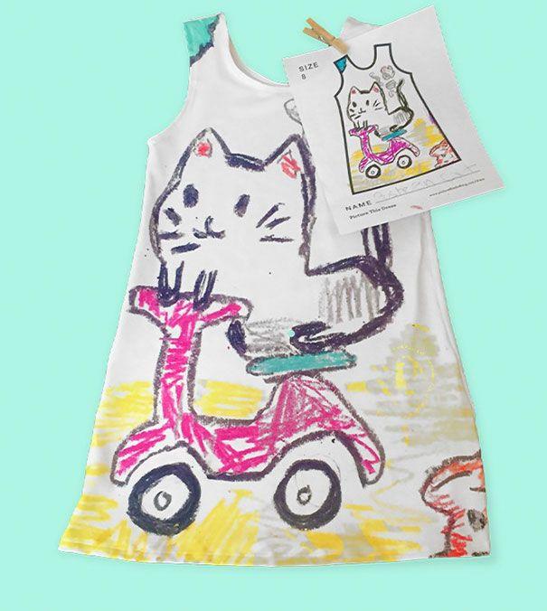 Ini salah satu rancangan desain yang dibuat oleh anak Jaimee pulsker. Sang anak diberi kertas yang terdapat pola bajunya. Kemudian tinggal digambar dan diwarnai sesuka hati deh.