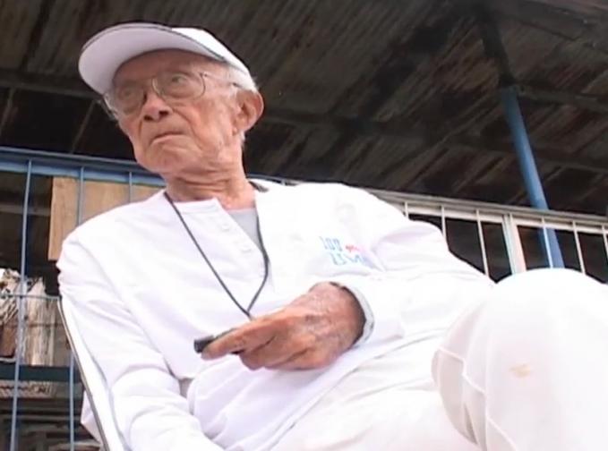 Pria yang lahir di Ambon ini bisa dibilang sebagai salah satu dari sedikit pelatih lokal yang bisa masuk dalam kategori terbaik. Semasa ia melatih, tim nasional sukses menorehkan tinta emas di ajang SEA Games 1987 silam. Ia dipercaya membentuk skuat baru selepas kekalahan telak 7-0 dari Thailand di SEA Games 1985. Untuk memantapkan permainan timnya itu, Bertje memanggil pemain-pemain berbakat di era Galatama dan Perserikatan, seperti Ricky Yakobi, Robby Darwis dan Ribut Waidi. Di balik penampilan luar biasa anak-anak asuhnya kala itu, sebetulnya masalah tengah menyelimuti klub-klub nasional. Kesulitan ekonomi mendera klub-klub lokal yang berkompetisi. Namun, Bertje akhirnya mampu menyuntikkan semangat kepada skuatnya tersebut. Akhirnya Yacobi cs sanggup bermain tanpa memikirkan uang sepeserpun. Dengan semangat nasionalisme mereka juga mampu mempersembahkan yang terbaik untuk negaranya.