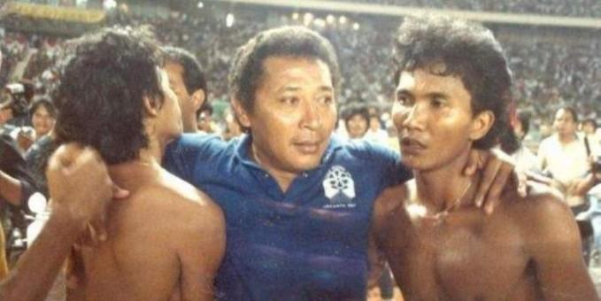 Endang Witarsa juga termasuk pelatih terbaik tim nasional sejauh ini. Bersama dengan pria yang meninggal pada 2 April 2008 tersebut, Indonesia sukses meraih sejumlah gelar prestisius. Di antaranya, Piala Raja Thailand (1968), Merdeka Games Malaysia (1969), Pesta Sukan Singapura, Anniversary Cup (1972) dan Agha Khan Cup Pakistan (1972). Kedigdayaan skuat Garuda di era 1970-an memang tak lepas dari kedisiplinan yang diterapkan olehnya. Pria yang memiliki gelar dokter ini pun dikenal sebagai pelatih keras yang disiplin. Selain memberikan prestasi gemilang, ia juga tercatat melahirkan pemain-pemain bintang. Anwar Ujang, Bambang Sunarto dan Widodo C Putro adalah sejumlah nama yang merupakan hasil binaannya.
