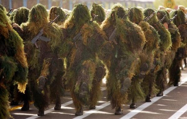 Iranian Sniper Squad Uniform Kostum ini khusus dipakai pasukan sniper dari negara iran. Kalau memakainya di hutan untuk menyamar mah pantes-pantes aja. Tapi kalau memakainya dijalan jadi seperti pohon natal berjalan.