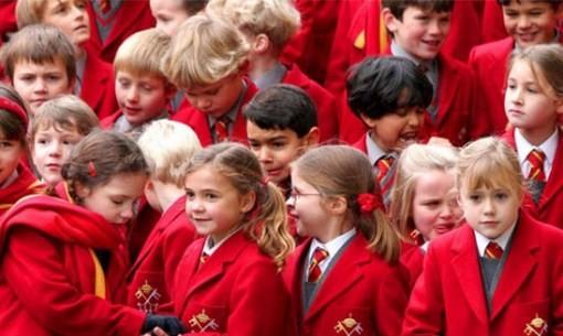 Jerman Dengan memakai jas berwarna merah para siswa siswa dijerman tampak lebih terlihat berwibawa, elegan dan intelek.