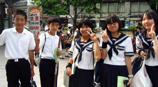 Jepang Stylist, rapi, dan aksesoris yang mereka kenakan membuat seragam jepang masuk kedalam top 10 seragam terbaik didunia menurut Theverybesttop10.