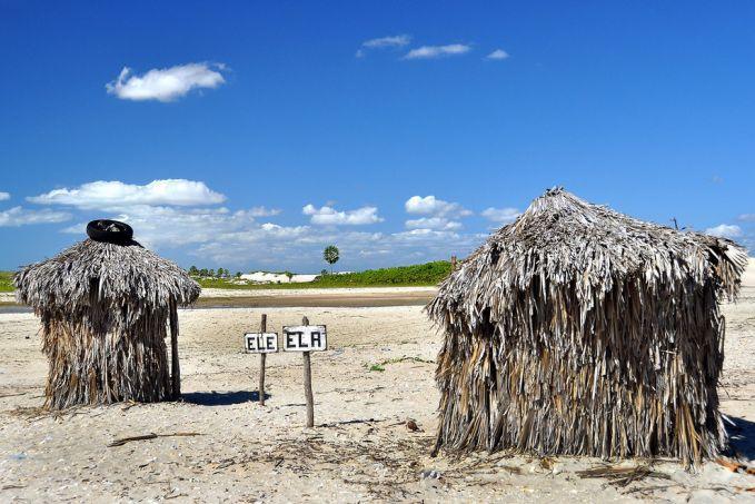Toilet yang dibangun dari jerami-jerami, tapi hati-hati bukan rasa nyaman yang pulsker dapat tapi rasa gatal karena jeraminya. Dan dengan tanda 'ele' dan 'ela' atau pria dan wanita. Toilet dengan jerami ini bertempat di Pantai Jericoacoara, Brazil.