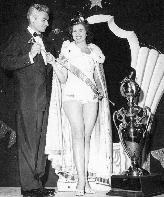 Di tahun berikutnya, tepatnya 1953 pemenang Miss Universe tak lagi menggunakan mahkota Romanov. Sebagai gantinya, Christiane Martel, Miss Universe 1953 menggunakan mahkota Metallic Bronze. Mahkota ini merupakan satu-satunya mahkota yang tidak menggunakan batuan mulia seperti kristal maupun berlian. Mahkota ini murni hanya berhias logam dan juga perunggu pulsker.