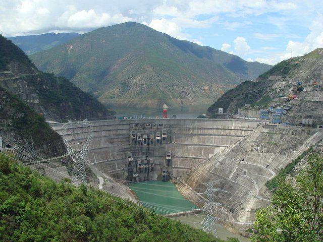 Dam tertinggi nomor dua adalah Xiaowam Dam di Tiongkok. Tingginya mencapai 292 meter atau 958 kaki di sungai Lancang. Dam ini digunakan sebagai pembankit listrik sebesar 4.200 Megawatt pulsker. Dibangun pada 2002 dan selesai tahun 2010 lalu.