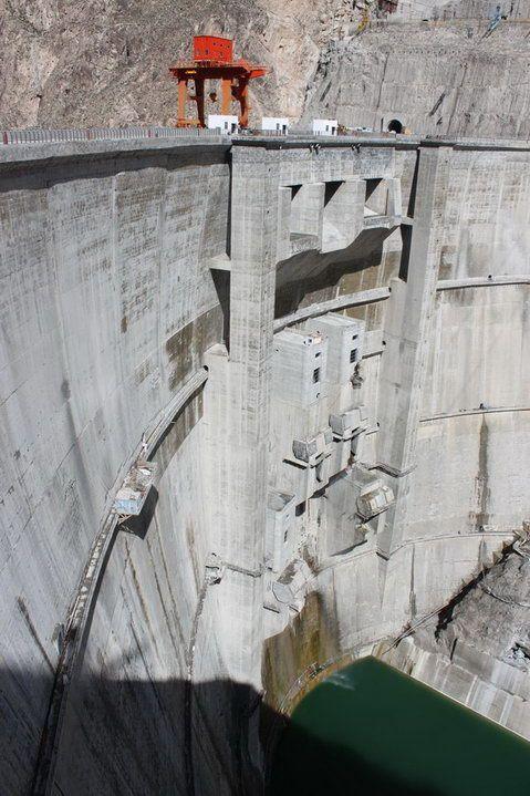 Terakhir ada Laxiwa Dam di Tiongkok nih pulsker. Memiliki tinggi 250 meter dam ini berdiri di atas sungai Kuning. Dan berfungsi sebagai pembangkit listrik 4.200 Megawatt. Nah, gimana pulsker?. Bendungan di sungai deket rumah kalian gak masuk kan pastinya?.
