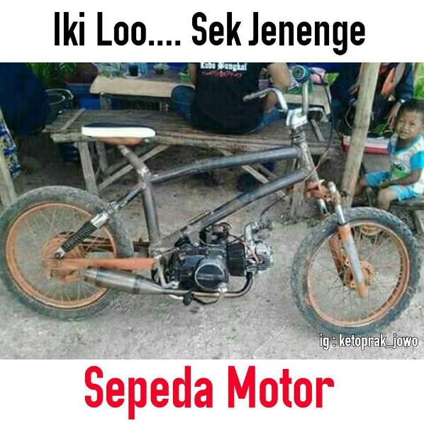 Di Indonesia motor juga biasa disebut dengan sepeda motor. Nah arti meme ini adalah Ini lho sepeda motor. Jadi sepeda yang dimodifikasi dengan mesin motor.