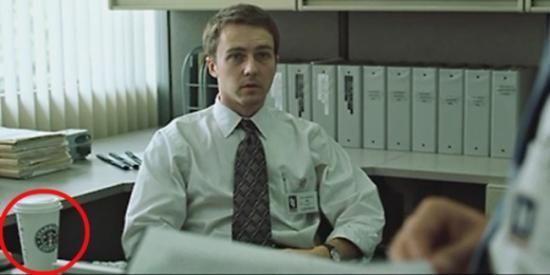 Seringnya logo Starbucks muncul di film Fight Club sering dikaitkan dengan alur cerita film yang menceritakan pekerja kantor yang insomnia.