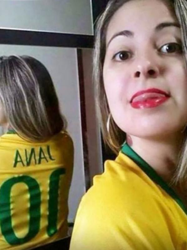 Sebenarnya namanwanita ini adalah Jane, tapi berhubung selfie membelakangi kamere, jadi namanya menjadi terbaca hal jorok yaitu An*l.