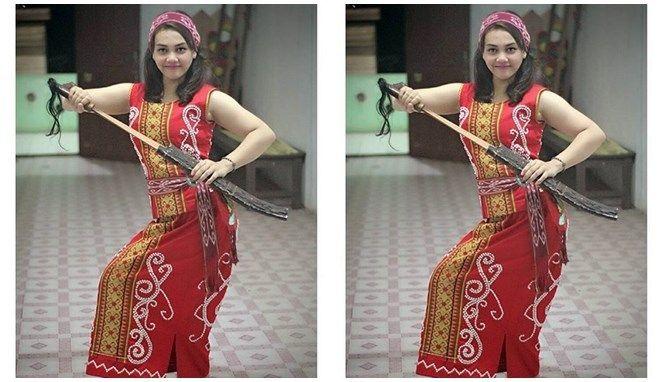 Walaupun tidak menggunakan perawatan mahal dan tidak memakai makeup tebal, wanita Dayak sudah terlihat anggun memikat.