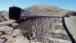 8 Jalur Kereta Paling Mengerikan di Dunia, Ngeri Mana ya Sama Jalur Kereta Bintaro?