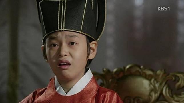 Raja kecil jaman dulu yang udah masang kawat gigi..hihihi