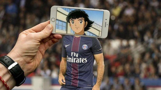 Buat kamu yang suka bola pasti udah nggak asing lagi dengan karakter kartun ini. Ya, Captain Tsubasa. Tapi jersey yang ia kenakan bukan milik timnya, melainkan Paris Saint Germain FC.