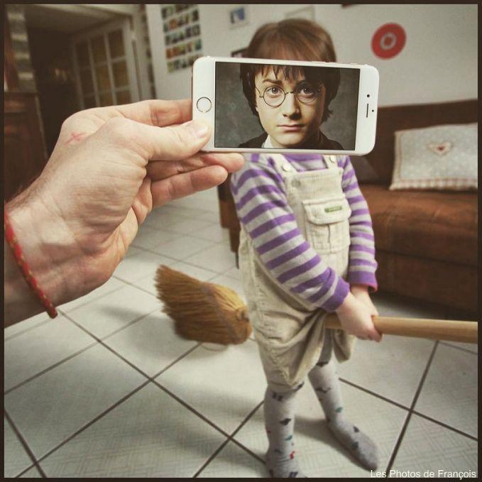 Wah, gara-gara keponakannya memakai sapu seperti sapu terbang, wajahnya jadi disulap menjadi Harry Potter.