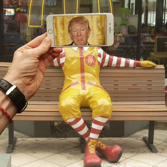 Ini yang paling aneh, wajah asli Mc. Donald diganti dengan kepala Presiden Amerika yang baru, yaitu Donald Trumph. Btw, nama mereka sama ya ternyata.