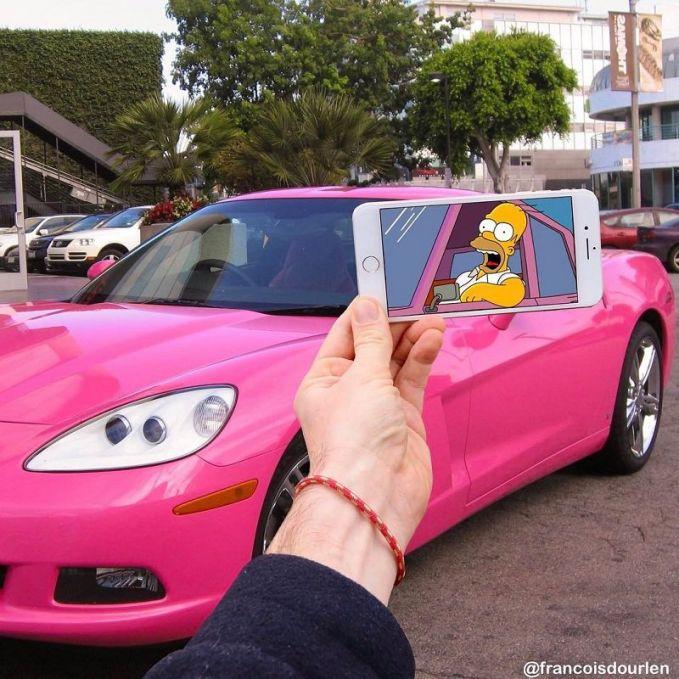 Wah..ternyata Homer punya mobil baru berwarna pink ya..