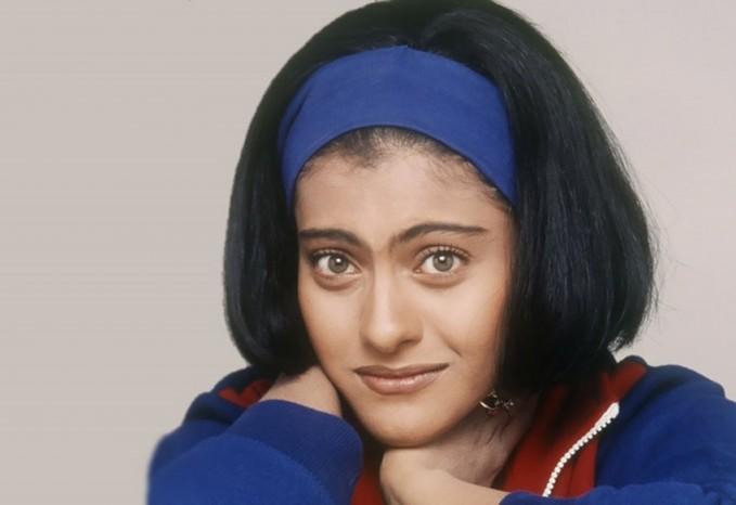 Saat bermain dalam film Kuch-Kuch Hota Hai, usia Kajol masih 20-an tahun pulsker. Masih imut dan lucu-lucunya. Kalau kata anak sekarang sih dibilang masih unyu-unyu banget.