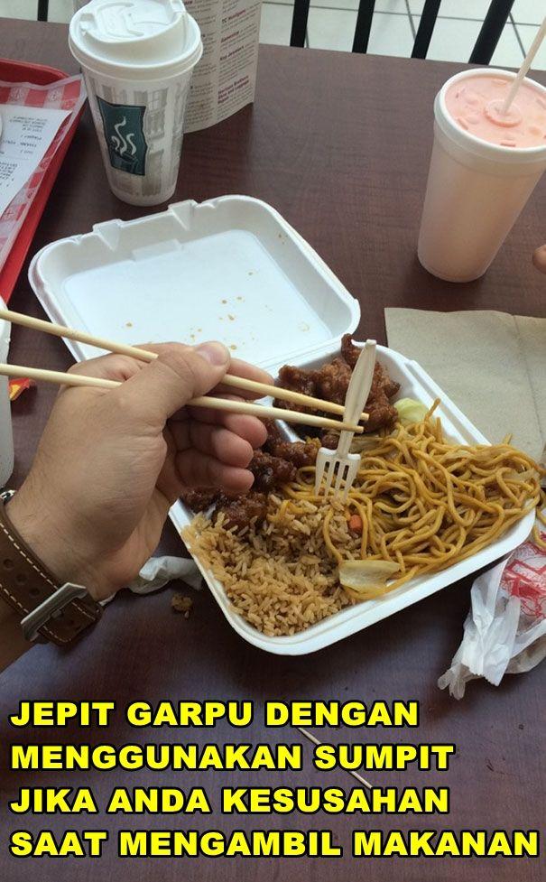 Buat kalian yang masih susah makan pakai sumpit, kini ada trik dan tips mudah paling jitu nih pulsker. Kalau ini cuma bisa dilakukan oleh orang dengan kemampuan tingkat dewa.