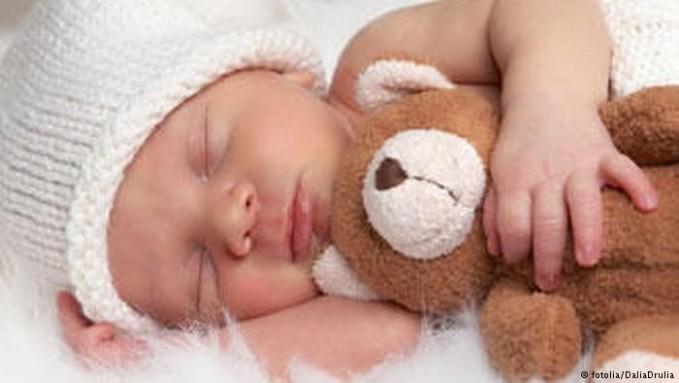 Tidur juga berfungsi untuk memproduksi hormon pertumbuhan hormon HGH. Yakni hormon yang mendorong pertumbuhan kita saat masih kecil pulsker. Saat dewasa, hormon ini mendorong regenrasi tulang, otot dan jaringan. Pada waktu kita tertidur, produksi hormon ini diaktifkan di seluruh tubuh.