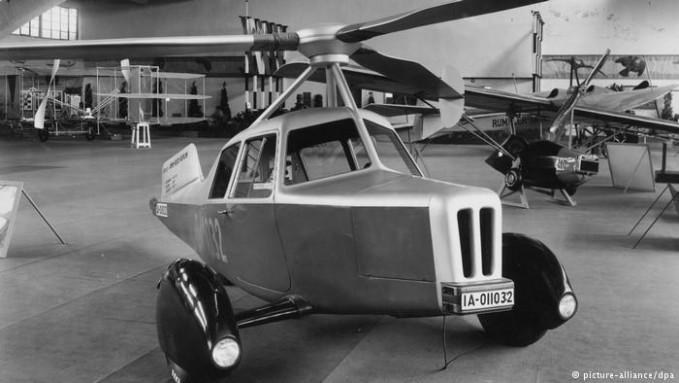 Di tahun 1930-an silam, prototype mobil terbang sudah ada lho pulsker. Pabrikan pembuat karoseri kendaraan dan suku cadang pesawat di Jerman, Ambi-Bud menciptakannya. Dibuat oleh para insinyur, mobil ini diberi nama DELA yang dipamerkan di Berlin tahun 1932. Sayang, mobilnya gak bisa terbang, cuma prototype saja.