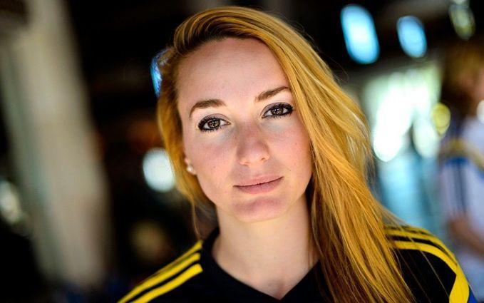Berikutnya ada Kossovare Asllani pulsker. Wanita berposisi penyerang ini sering dibanding-bandingkan dengan pemain senegaranya Zlatan Ibrahimovic. Ia memiliki kecepatan dan teknik yang bagus. Di karir internasionalnya, ia telah menjadi langganan skuad timnas putri Swedia sejak 2008. Wanita keturunan Kosovo-Albania ini telah mencatakan lebih dari 80 penampilan di level internasional dan meraih medali perak pada olimpiade Rio 2016 di cabang sepakbola putri. Luar biasa sekali ya?