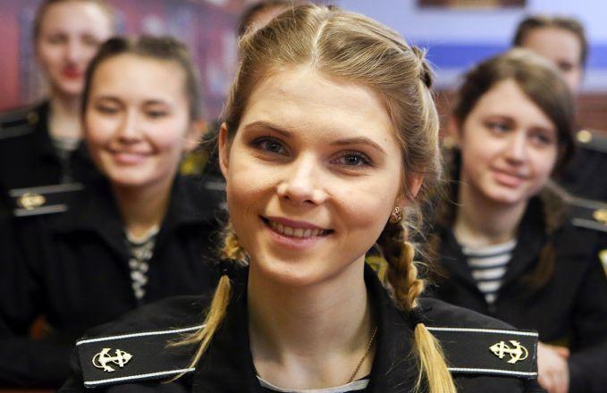 Tercatat nih pulsker, pada 2015 ada sekitar 700 kadet wanita di akademi militer di seluruh Rusia. Dan jumlahnya terus meningkat setiap tahun. Saat ini saja jumlahnya lebih dari seribu lho.