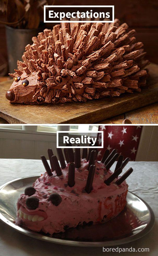 Yakin deh kalau kue realita berwarna pink ini harusnya dikasi kawat gigi, biar nggak gitu bentuk giginya :D