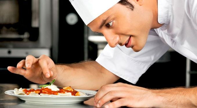 Tau gak sih kalau chef profesional bisa membuatmu keliling dunia?. Kalau kamu pintar masak, apalagi masakan internasional cobalah untuk mendaftarkan sebagai chef di sebuah kapal pesia, hotel dan restoran pulsker. Disana kalian akan berjumpa orang-orang dan suasana serta budaya yang baru dari penjuru dunia.