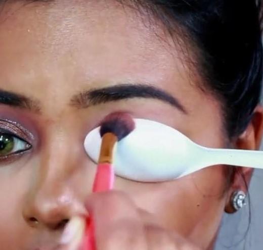 Selain itu juga bisa untuk membuat eyeshadow yang sempurna.