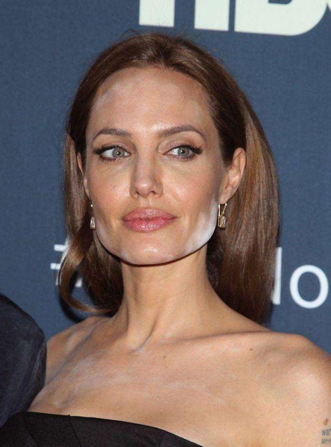 Angelina Jolie Sekelas Angelina Jolie ternyata juga pernah gagal makeup lho!